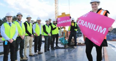 Staff from Health Infrastructure, BMDH Project, Taylor constructions and Johnstaff Projects with 'Cranium'.